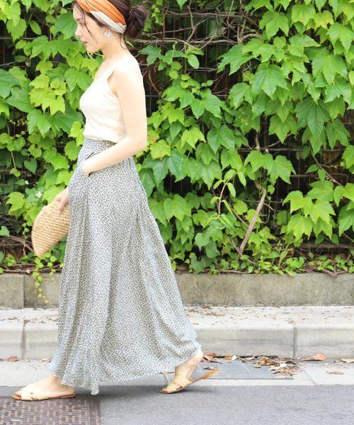 [coca] タック入り小花柄フレアロングスカート