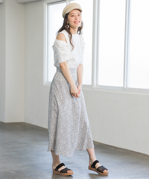 [mysty woman] モノトーン小花柄マーメイドスカート 840781