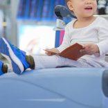空港で親が目を離したすきに2歳児が… 思わぬモノに乗り込み骨折