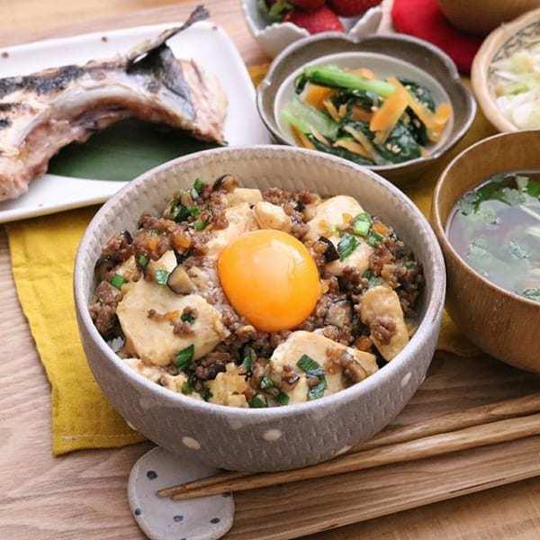 ご飯が美味しくなる!豆腐とひき肉の甘辛丼