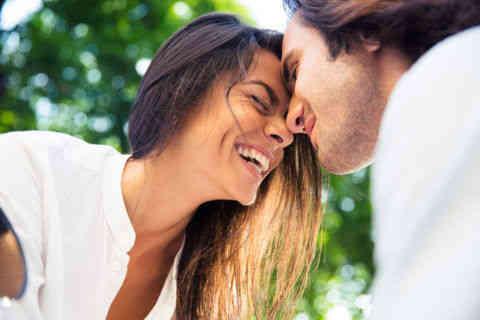 恋愛ってハッピーなの?いつも恋が苦しい人と楽しめる人の違い5つ