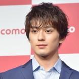 新田真剣佑、親友俳優とイチャイチャ 素の表情にファン胸キュン