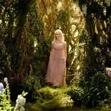 『マレフィセント2』オーロラ姫のアニメーション版ドレスが実写に!