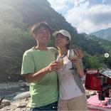 hitomi、夫との肩抱き仲良しショット公開に反響「ほっこり」「2人とも似てますね」