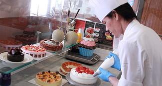 チーフパティシエ監修の彩り鮮やかなケーキは見た目も美しく絶品ぞろい