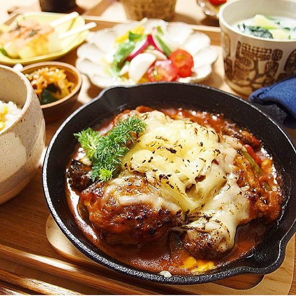 冬はこれピーマンの肉詰めと豆の定番トマト煮込み