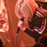 姿を表したEXiNA 熱狂のライブハウスで西沢幸奏が手に入れた「毒針と爆音」 ライブレポート