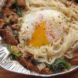 【糖質ゼロ麺】の「無」を冷凍ホルモン鍋で合法改造!