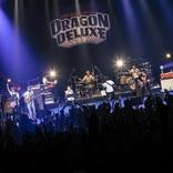 フラカンの30周年をスピッツが祝った『DRAGON DELUXE DELUXE ~30周年スペシャル~』オフィシャルレポート