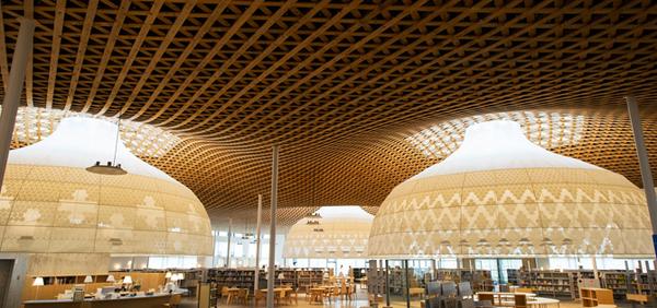 おしゃれな「図書館」岐阜市立中央図書館