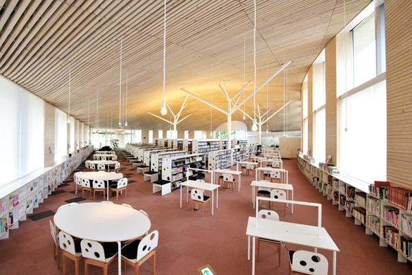 おしゃれな「図書館」小布施町立図書館