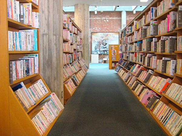 おしゃれな「図書館」洲本図書館