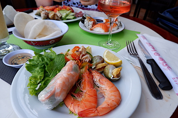 魚介類が豊富なアジアンビュッフェのレストラン