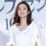 """上戸彩、第2子出産後初の公の場! 声優・小野賢章の""""プロポーズ""""にうっとり"""