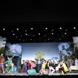 「幸せとは?」をユーモラスに描く 劇団SET創立40周年記念公演『ピースフルタウンへようこそ』東京公演が開幕