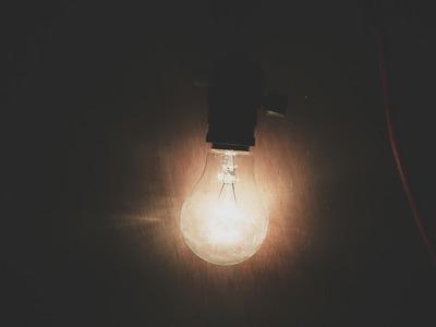 incandescent-light-710910_1920