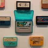 時を超えて思い出のソフトに再会!? 「名前入りカセット博物館」