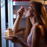 耳が痛いかも 高カロリーな間食の中毒症状って?