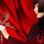 玉城ティナ×能登麻美子!『地獄少女』実写とアニメの閻魔あいが同じ構図で登場するコラボレーション動画を公開