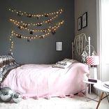 ベッドルームを幻想的に♪イルミネーションライトのある寝室インテリア