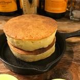 自家製バターたっぷりの風味豊かな分厚いホットケーキ!下北沢で召し上がれ。