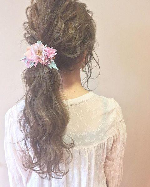 花モチーフと好相性な髪型