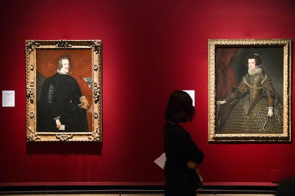 左/ディエゴ・ベラスケス《スペイン国王フェリペ4世の肖像》 1631/32年 右/ディエゴ・ベラスケス《スペイン王妃イザベルの肖像》 1631/32年 ともにウィーン美術史美術館