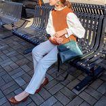 定番服が一気に新鮮に!この冬買い足したい「差し色」アイテム【40代の毎日コーデ】