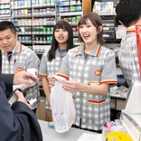 アンジュルム メンバーがデイリーヤマザキ一日店長に  川村文乃「袋詰め作業がとても楽しかった」