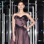 新木優子、総額1億5000万円のジュエリーとドレスでゴージャス点灯式