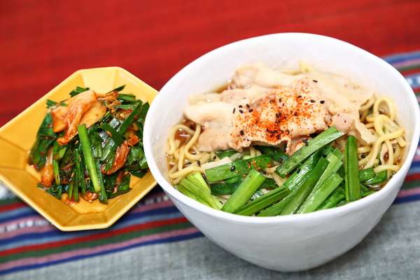 豚にらラーメンと副菜のにらキムチ