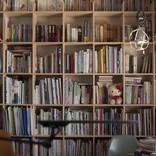 漫画家・桜沢エリカさんの本棚を拝見!「ビビビッのつまったワンダーランド」