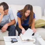 親とギクシャク…「結婚式を挙げなかった」男の後悔4つ