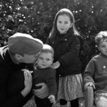 ウィリアム王子、ヴィクトリア・ベッカム、マイリー・サイラスも クリスマスの素敵な家族ショット公開