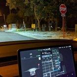 Teslaの新アプデ、ニューラル・ネットワークが信号の色や障害物などを検知&画面表示しながら軽快に走れる