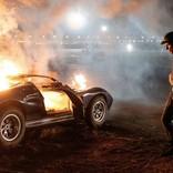 『フォードvsフェラーリ』 クリスチャン・ベイルが乗った車が爆発炎上! 衝撃映像公開