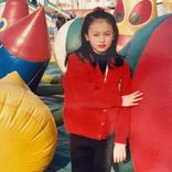 鈴木えみ、幼少期の写真にファン称賛 「すでにモデルちゃん」