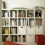ADスティーブ・ナカムラさんの本棚を拝見!「自分が特別に好きなもの以外は所有しない」