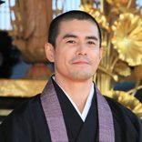 僧侶役の伊藤英明「市川海老蔵さんに謝りたい」 ムロツヨシ「めいっこ、おいっこを見返したい」