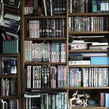漫画家・田中圭一さんの本棚を拝見!「人生の軸に漫画がある」