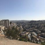 ゴーン被告が逃亡したベイルートで見た、高層ビルと廃墟が混在する光景