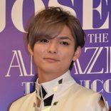 薮宏太、一回り年下の後輩との共演にがく然 ウエディングドレス級の衣装に照れ笑い