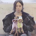 水嶋ヒロ、愛犬アオ&ラキとの3ショット「可愛すぎー」