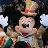 東京ディズニーランドで浦安市成人式開催!30周年衣装のミッキーたちもお祝い【写真レポート】