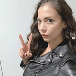 """土屋アンナ、ブラックコーデ&巻き髪の""""強いオンナSHOT""""公開に「最高」「パーフェクトに綺麗」"""
