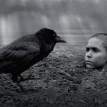 ヴェネツィア国際映画祭で途中退場者続出 発禁書を映画化『異端の鳥』初夏公開