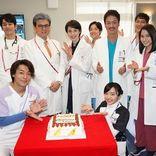 天海祐希、広瀬アリスら『トップナイフ』出演者が三浦友和に誕生日サプライズ