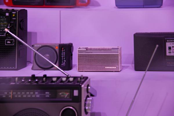 展示されているラジオで最も古い1961年発売の「TR-720」
