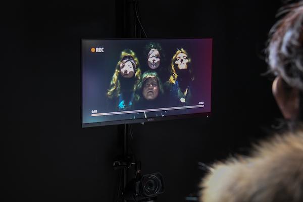 まずはスタジオで顔を撮影
