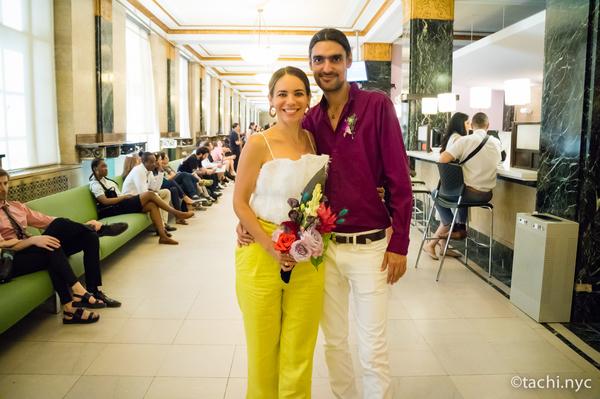 ニューヨークシティ・クラーク(市役所の市書記事務局)結婚式を挙げるカップル1